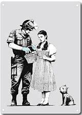 Banksy Policías Y Dorothy Letrero Metálico de Pared 380mm x 280mm (2f)