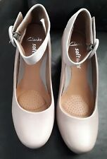 CLARKS LADIES SOFTWEAR BEIGE LEATHER SHOES WITH SUEDE ANKLE STRAP SIZE 6 (39)