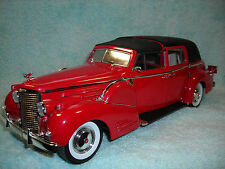 1/18 SCALE 1938 CADILLAC FLEETWOOD TOWN CAR V-16 IN REDBLACK TOP BY SIGNATURE.