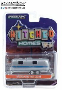 Greenlight 1/64 1971 Airstream Land Yacht Safari Silver Hitched Homes 34100-A