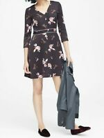 NWT Banana Republic New $139.00 Women Floral V-Neck Fit-and-Flare Dress Size 4