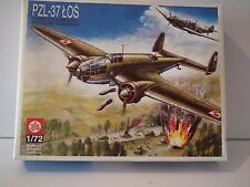 PLASTYK PZL-37 LOS WWII MEDIUM BOMBER AIRCRAFT. Model Kit. 1/72 Scale.-27437