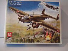PLASTYK PZL-37 LOS WWII MEDIUM BOMBER AIRCRAFT. Model Kit. 1/72 Scale.-27437
