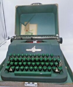 Vintage Underwood Universal Typewriter, All Green W/Manuals & Warranty Card