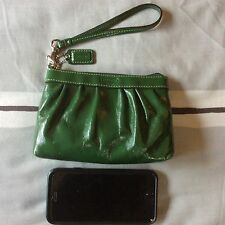 LIKE NEW Coach Patent Pleated Leather Medium Wristlet Wallet Clutch GREEN