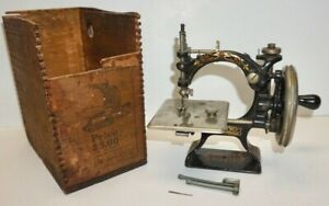 Antique FOLEY & WILLIAMS F&W AUTOMATIC Table Top Hand Crank SEWING MACHINE w/Box