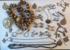 Lot d'anciens bijoux broches colliers bague épingle Chaines Etc
