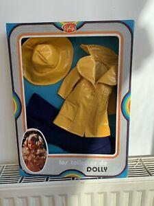 Tenue Complete Dans Sa Boite Dolly gege, Amie De Cathie Bella