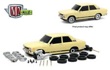 M2 Machines 1:24 Model-Kit Auto-Japan 1970 Datsun 510 Cream Diecast Car 47000-06