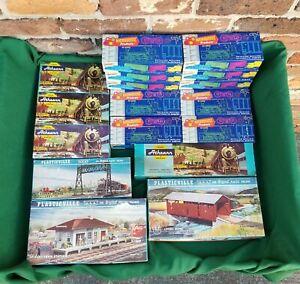Vintage Miniature Trains Lot Lionel Roundhouse Athearn Plasticville O&S HO