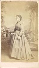 Knightsbridge, London. Victorian lady by Stuart Brothers, 47 Brompton Rd qq1175