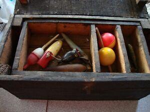 ANTIQUE VINTAGE HANDMADE WOOD FISHING TACKLE BOX W/ OLD HOOKS & LURES ESTATE