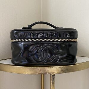 CHANEL AUTH. CASE Handbag 80s VTG Cosmetic Case Patent Leather