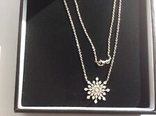 STUNNING REAL DIAMOND SNOW FLAKE NECKLACE, 18kt WHITE GOLD.