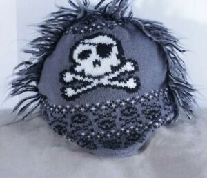 The Childrens Place sz 12-24M knit hat gray skull crossbones fringe Medium