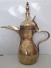 Ancienne CAFETIERE artisanale Arabe ou Orientale en laiton / bronze