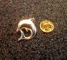 Pin's Dauphin Doré Dolphins Gold Animal Marin Mer Signé Le Dauphin - Pin Pins