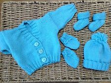 HAND KNITTED NEWBORN BABY CARDIGAN HAT MITTS AND BOOTIES SET TURQUOISE