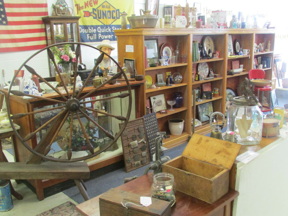 M&M Antiques and Government Surplus