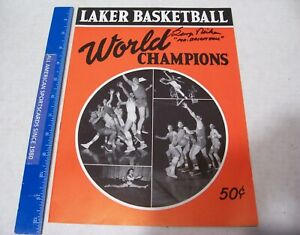 1950 MINNEAPOLIS LAKERS WORLD CHAMPIONS YEARBOOK GEORGE MIKAN AUTOGRAPH NM/MT