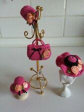 Tasche mit Hüten Kappen Mütze  Set   1:12  Puppenhaus  Miniatur