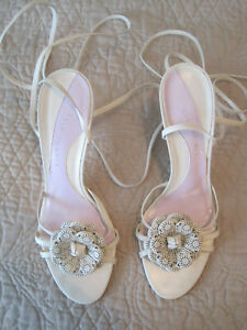 GIANNI BINI IVORY LEATHER STRAPPY HEELS W/ FLORAL DETAIL AND ANKLE TIES 8.5 M