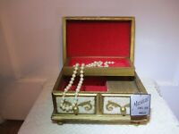"""VINTAGE MELE JEWELRY AND MUSIC BOX - PLAYS THEME FROM """"LOVE STORY"""""""