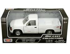 MotorMax 1:24 1992 Chevrolet 454 SS Pickup Truck Diecast Model Car White 73203