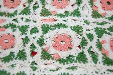 Nappe ancienne 130  cm / 60 cm - crochet - broderie vert blanc cassé et rose