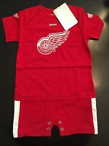 Detroit Red Wings NEW 24M Infant 1-Piece Outfit NHL Hockey Baby Reebok Gift NWT