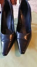 Chaussures escarpins Noirs un  beau classique T 37