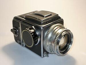 HASSELBLAD 500 C mit Zeiss Planar 80 mm 1:2.8 + Magazin 12 + Lichtschachtsucher