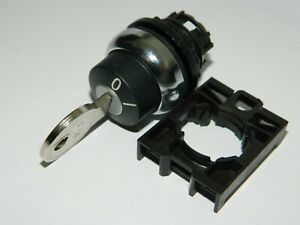 NEW EATON M22M-WRS-MS3 Selector Switch 22.5mm 2 position with Removable Key