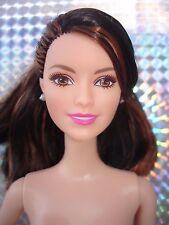 Muñeca Barbie morena con ojos marrones y Rosa Labios-Doblado planteado brazo