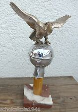 Interessanter Fahnenadler aus Buntmetall auf Mamor Sockel
