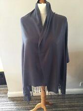 Pashmina foulard large 90% Cachemire 10% soie. de couleur grise.