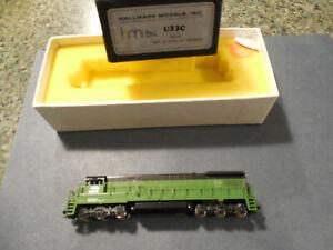 N Scale Hallmark Models Burlington Northern Diesel #U33C  Runs okay