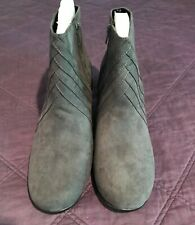 A2 Aerosoles Women's Playaway Gray Faux Suede Bootie Sz 11M Zippered