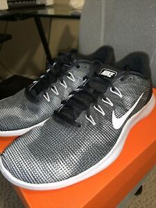 Nike Flex 2018 RN Black & White AA7397 001 size 11