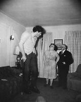 EDDIE CARMEL THE JEWISH GIANT WITH HIS PARENTS 8X10 PHOTO PRINT 28012002810
