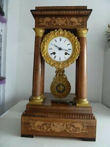 Ancienne Pendule Horloge à Colonnes portique CHARLES X  cadran balancier  Bronze