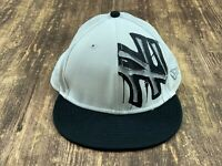 New York Yankees Men's White/Black MLB Baseball Hat - 7 ⅛ - New Era