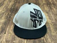 New York Yankees Men's White/Black MLB Baseball Hat - 7 ⅛ - New Era