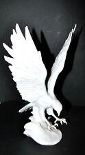 Sculpture AIGLE biscuit AK KAISER - Oiseau Porcelaine ADLER signé n°2207 - 29x14