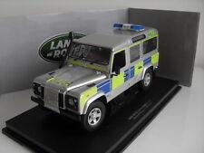 Land Rover Defender 110 TD5 Police Anglaise - Universal Hobbies 3885 1/18e