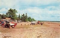 GLADSTONE MICHIGAN PUBLIC BEACH ON LAKE MICHIGAN~UPPER PENINSULA POSTCARD 1961
