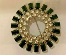 VINTAGE JEWELY RHINESTONE AND BLACK STONES IN CIRCLE BROOCHE