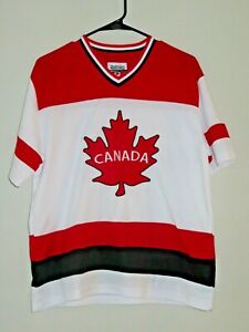 NWOT Snowcap Mens Size M Red White CANADA Hockey Maple Leaf Jersey Shirt