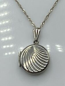 Vintage 1976 Sterling Silver Locket And Chain London, Fred Manshaw Ltd