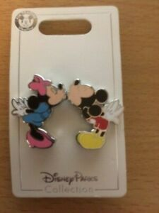 NEW DISNEY MICKEY AND MINNIE MOUSE MAGNETIC KISS 2 PIN SET